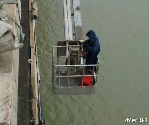 南宁检测大桥发生事故 3名检测员不慎坠落江中