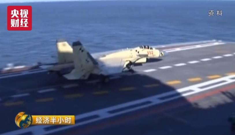 中国歼15最新画面曝光:挂满导弹 航母上起飞