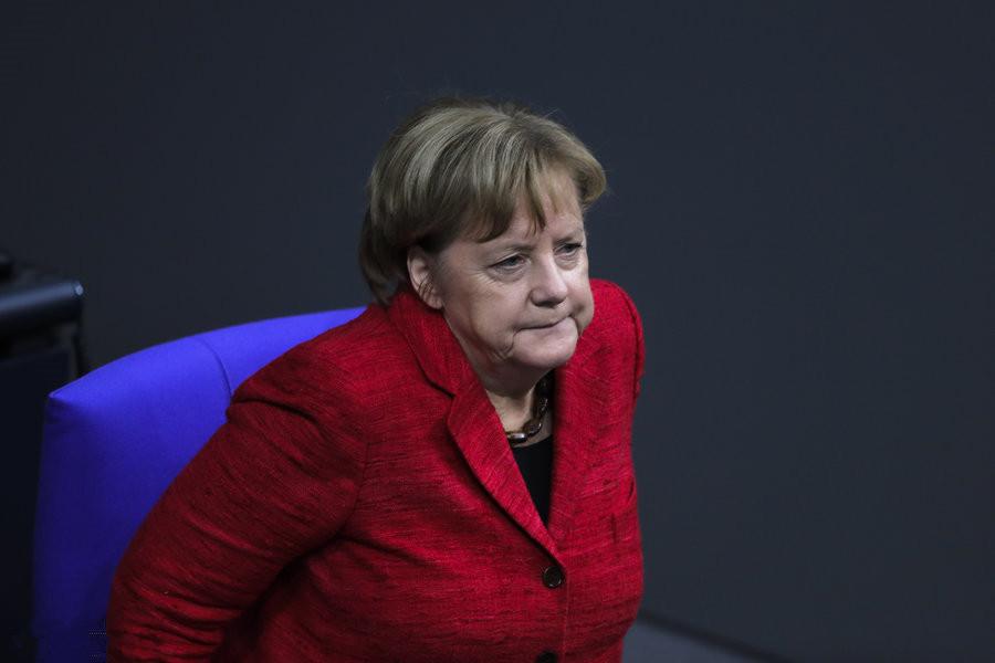20日,针对组阁谈判破裂一事,默克尔表示,组建少数派政府并不是德国政治危机最好的解决方案,相比较而言,她更倾向于重新举行选举。