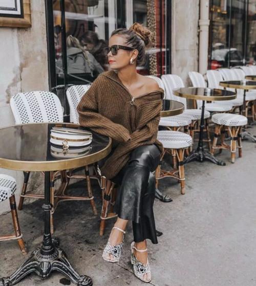 冬装穿衣搭配技巧示范 微胖女孩必须有一件V领毛衣