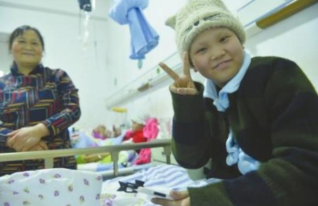 抗癌女孩笑对病魔 录下235个搞笑视频感染百万网友