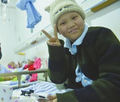 抗癌女孩笑对病魔:我当然要活 还要生机勃勃地活下去!