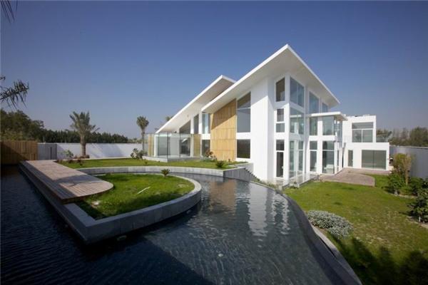 巴林哈马拉豪宅:住宅的服务区域被安置在建筑的中心