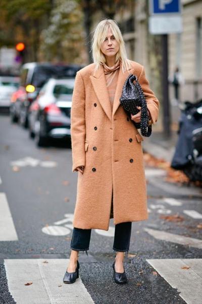 时尚达人街拍造型示范 驼色大衣将再次横扫街头