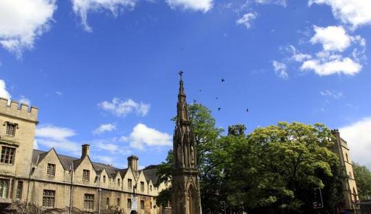 牛津毕业生失业控告母校 导致抑郁症病情加剧