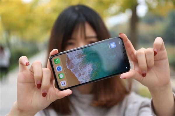 iPhone X重启后刘海变偏分 因应用未适配好导致不兼容iPhone X所致