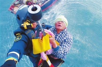 渔民海上作业头部受伤 B-7358私人直升机紧急救援