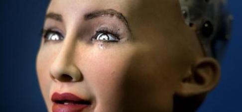 """女机器人想要小孩 并强调家庭""""真的非常重要"""""""