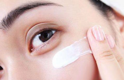 女人黑眼圈的原因是什么?多多注意这几点