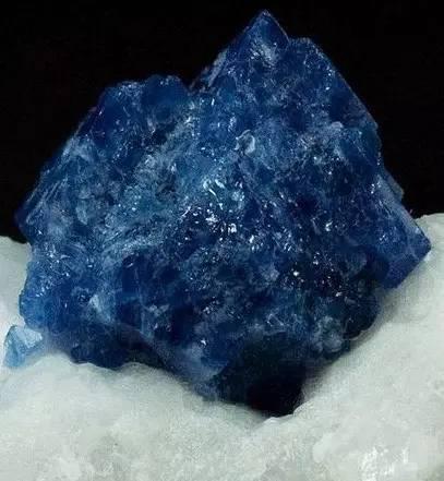 尖晶石:炽热火焰里开出的荆棘花 国际彩色宝石行业中的新宠