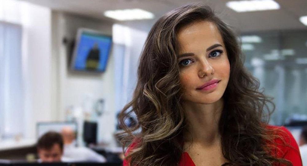 俄国防部美女发言人引轰动 超高颜值引热议
