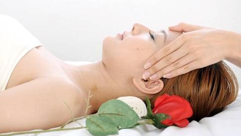 头部穴位按摩法 可调节内分泌消除疲劳