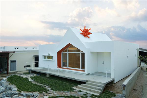 韩国镇川郡豪宅:将新建筑抽象成白色无缝的体量