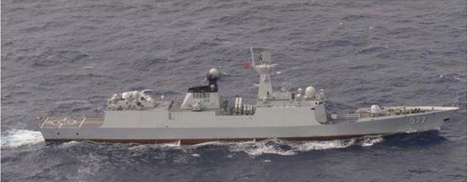 解放军再出动3艘军舰绕台 国防部:习惯就好