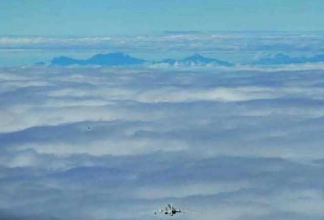 轰6K巡航台湾玉山 这是一种正常的飞行训练活动