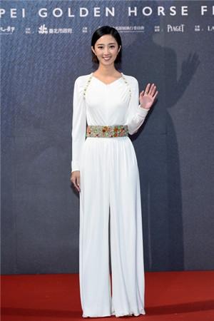 桂纶镁佩戴香奈儿高级珠宝出席第54届金马影展闭幕片电影红毯