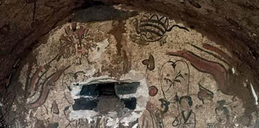 古墓新风景 壁画上有太阳星星模样的图案