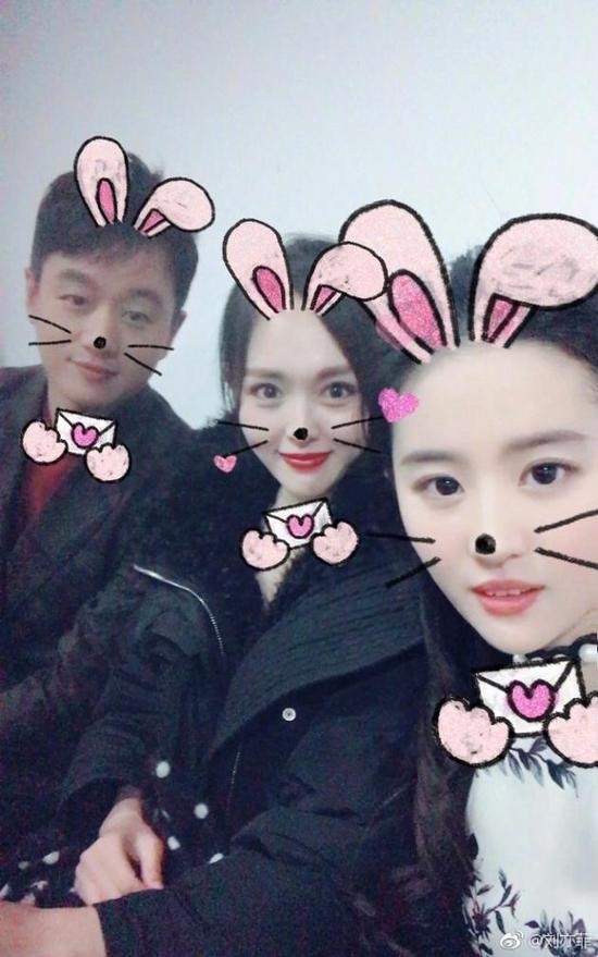 刘亦菲唐嫣再同框 被佟大为成功抢镜!