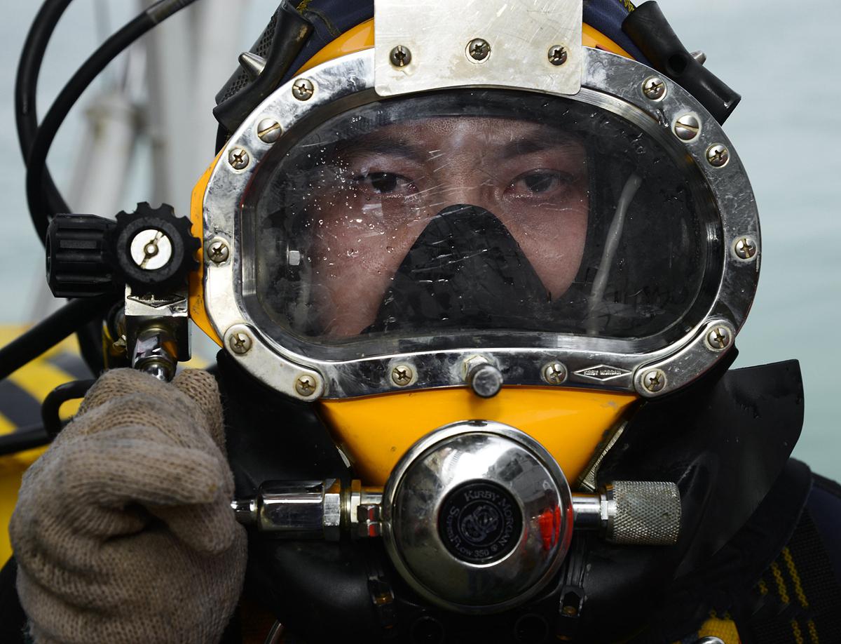 深海中的孤胆英雄 常年生活在海上肩负着海底油气管道的建造和维护工作