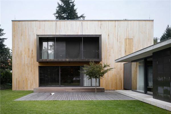 捷克木质豪宅:首层设计十分强调开放性和透明度
