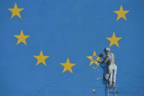 痛惜脱欧要500亿欧元 50%的人支持再举行一次关于英国是否退出欧盟的投票
