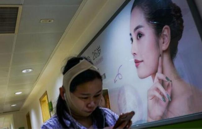 中国人整形当化妆 为获得完美的面孔去挨刀子