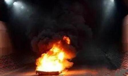 长沙隧道小车自燃 汽车自燃了改怎么办才好?