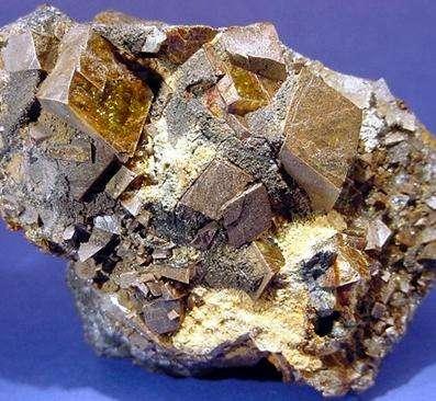大连铁矿石期货国际化 提升全球影响力