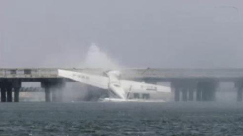 上海飞机坠毁致5死5伤 飞行员未服从指挥撞上桥墩