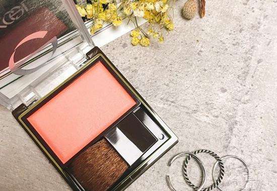 EXCEL化妆品品牌推出全新魅力微醺粉棕眼影