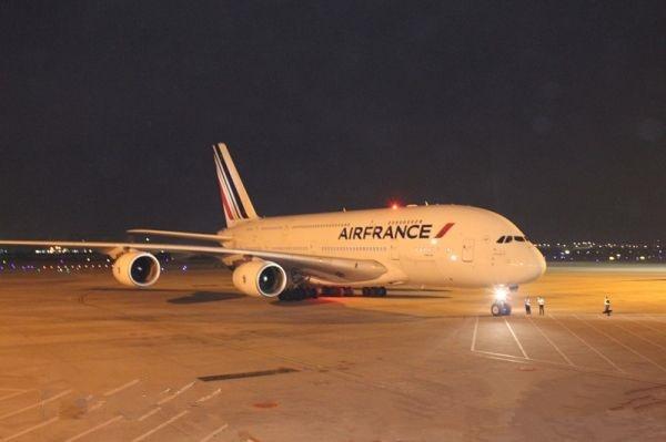 空客A380私人飞机首次于厦门高崎机场降落