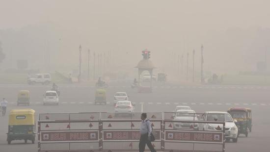 印度雾霾逼吐外国球员 更衣室里还备有氧气罐