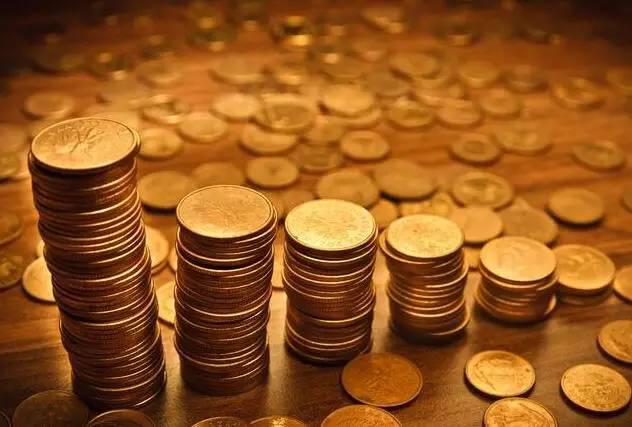 基金资产总值是指基金全部资产的价值总和,从基金资产总值中扣除基金所有负债就是基金资产净值,基金资产净值除以基金当前份额,就是通常意义上的基金(份额)净值。