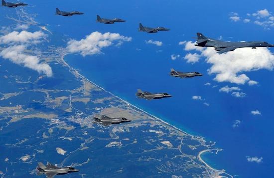 中国空军侦察机罕见行动 赴黄海东海远海训练提高备战打仗能力