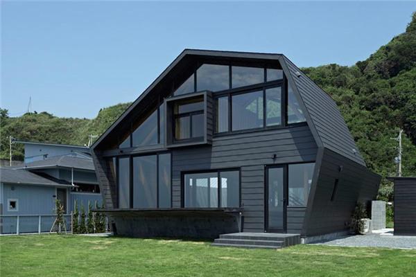 SSK豪宅:藏青色的不规则多边形外观非常抢眼