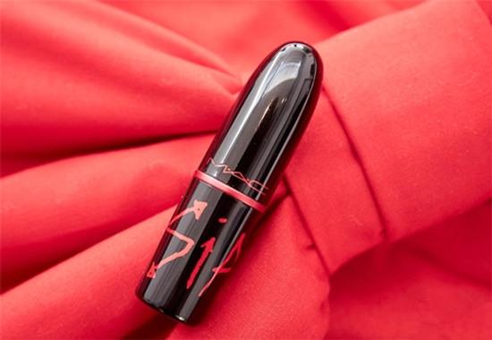 身体力行 魅可推出全新VIVA GLAM艾滋公益唇膏