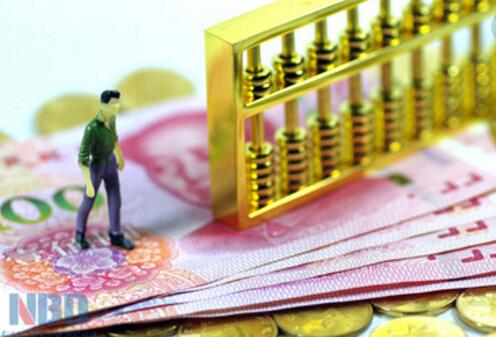 三、在需要的时候,到银行去办理购买或赎回手续。基金一次性购买的金额是不同的,一般不低于1000元人民币。