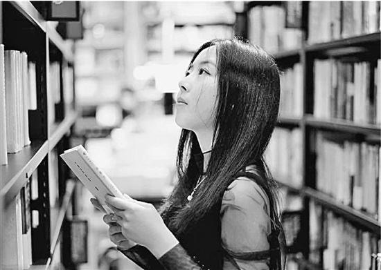 浙江大学美女学霸走红 邱涵六年转四个专业成为浙大传奇