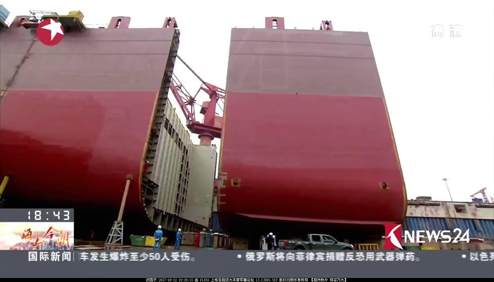 """据报道,美国海军第二艘""""朱姆沃尔特""""级驱逐舰于周一进行了首次海试,该舰预计将在北大西洋进行为期数日的测试然后返回造船厂。按照美国自己的说法,""""朱姆沃尔特""""级驱逐舰是划时代的新型战舰,整体性能比目前世界所有现役、在建战舰领先一代,其中当然包括中国的055型驱逐舰。但现实却是,""""朱姆沃尔特""""级驱逐舰受制于大量的原始设计与具体技术局限,不仅导弹装载能力不及前辈""""阿利-伯克"""",引以为傲的AGS 155mm 62倍径先进舰炮系统目前仍无法发射。"""