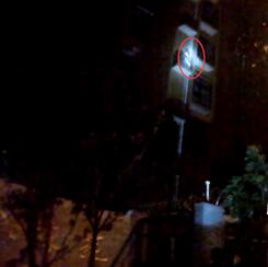 男友电话传来女声 女子徒手爬上5楼外墙