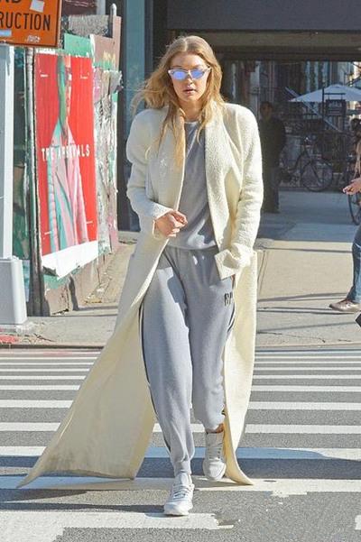 欧美达人街拍造型示范 运动裤保暖又自带潮范儿