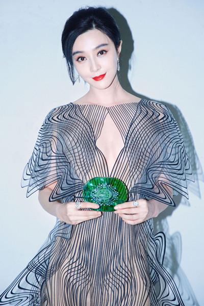 范冰冰佩戴戴比尔斯珠宝惊艳亮相颁奖盛典