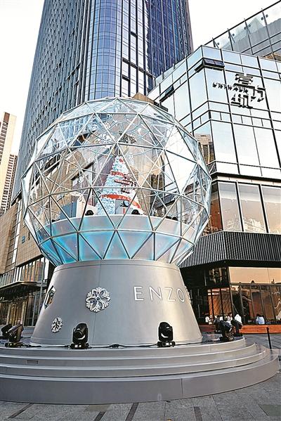 全球唯一ENZO圣诞水晶球现身深圳壹方城 带来极致梦幻体验