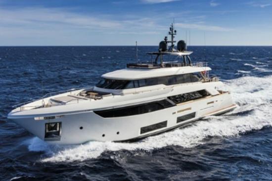 顶级定制的奢华体验 法拉帝推出全新纳维塔33游艇