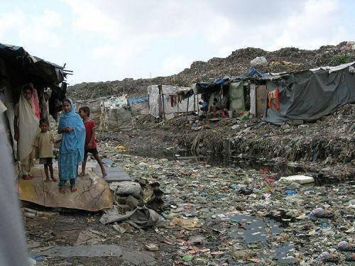 新德里,被称作是全世界最脏的首都,数百万人身处贫民窟