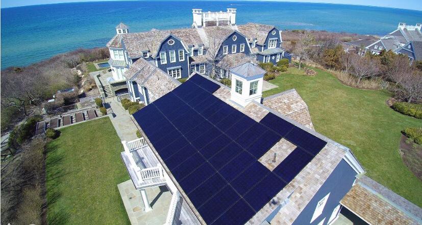 专家介绍,共有31000个美国家庭在自家房顶安装了太阳能电池板。如果将公共事业项目也包括在内,美国新增太阳能发电量达930 megawatt,比去年增加了35%。按照这种趋势,美国的太阳能发电量将再翻一倍。