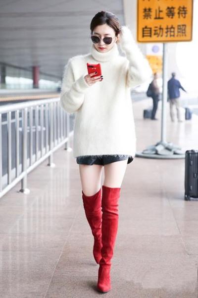冬季穿衣搭配技巧示范 高领毛衣千万要扎起长发