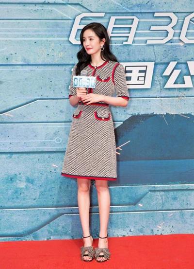 冬季服装流行趋势示范 格纹单品时髦力度当仁不让