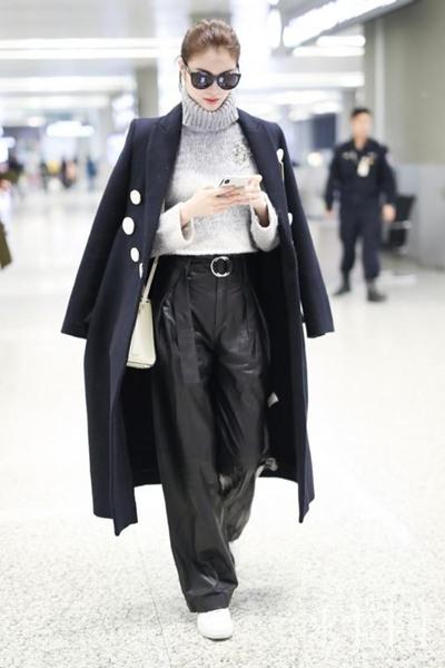 冬日来件灰色毛衣吧! 怎么穿都是美美美
