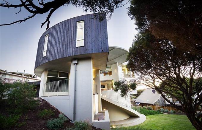 澳大利亚山顶豪宅:为冲浪爱好者建设的海景别墅